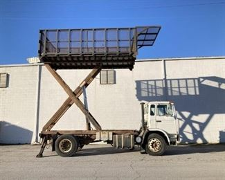 VIN VG6M117BXTB201906 Year: 1996 Make: Mack Model: MS 250P Mid-Liner Trim Level: Dump/Lift Truck Engine Type: 6 Cyl Diesel Transmission: Manual Miles: 43,040 Color: White Driveline: 2WD Located In: Chattanooga, TN Operational Status: Runs and Drives *Some Gauges Are Inoperable* GVWR: 33,000 Lbs Fuel: Diesel Engine: Renault Mack Diesel Engine Engine Model: MIDR 06 02 26 L511 Serial: 83M02 Displacement: 376.97 Cu. In. Num Of Cylinders: 6 Brakes: Air Suspension: Spring Back Hitch: Pintle Transmission: Manual Num. of Speeds: 6 Model: H4106B Tans Serial: E706647 PTO: Yes Features: Outriggers Dump Bed Length: 170 In. Bed Width: 105 In. Bed Cage Height From Deck: 114 In. **Sold as is Where is** **Sold on MN Title** PM859