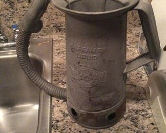 Vintage Huffman Half Gallon Liquid Oil Can Flexible Spout Thumb Quick Release