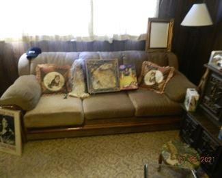 sofa/dolls