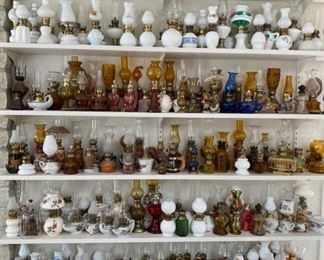 Tons of vintage oil lamps!