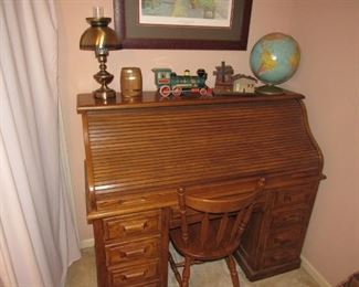 Solis wood roll-top desk