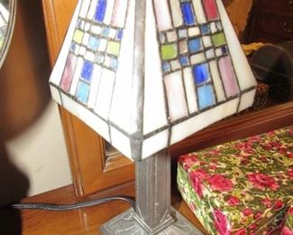 Stained glass budoir lamp