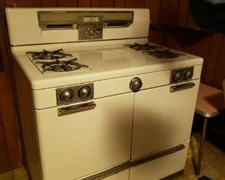 "Vintage Crown White Porcelain 4 burner gas stove Awesome condition 39.5""W x 25""D x 46""H $695"