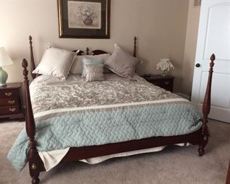 KING SIZE BED.   ADJUSTABLE. VERY NICE