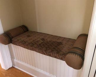 Cushion + pillows