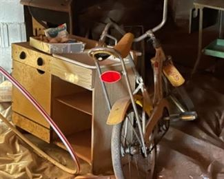 VINTAGE CHILDS PLAY KITCHEN PIECES AND BANANA SEAT BIKE