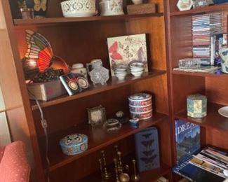 BERNHARDT SHELVES (PAIR) IN LIVING ROOM