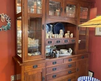 AMISH MADE MISSION STYLE OAK HUTCH