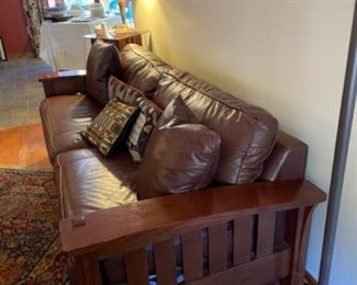2015 STICKLEY MISSION OAK SOFA IN BROWN LEATHER, GREAT CONDITION