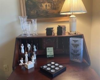 GOOD SELECTION OF LENOX PIECES INCLUDING THIS LAMP, SECRETARY NOT FOR SALE