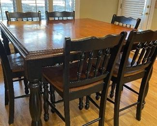 Beautiful solid wood table and chairs. Purchased from Missouri furniture. Has the butterfly opening.