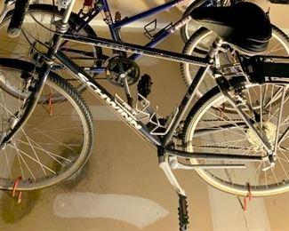 "Schwinn searcher 555 20"" men's Bike with carry rack $250"