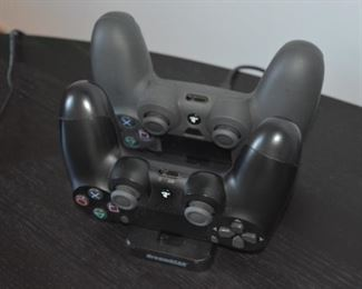 Lots of gaming - Controllers and charger for PS4