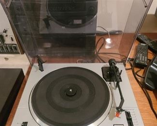 BIC vintage  turntable model # 250    $ 50.00 not turning on