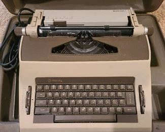 Electric type writer w/ case