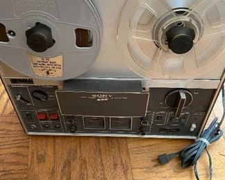 Sony Reel to Reel Soild State TC 366/ Powers On