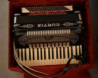 Antique  1920's Masterpiece Accordion in Beautiful Condition played by Wilbur Curtis, at the grandparents wedding in the 1920's, Wilbur was also best man at the wedding and was willed to their Grandfather.