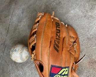 Like New Left Handed Baseball Glove!