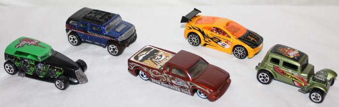 HOT WHEELS :  #111 2003 Sega Game Series Phaeton,    2003 Hummer Rockster,  Steel Flame Pickup Truck Country Music Spectacular 2004 Copper Color,  2003 Asphalt Assault 1st Edition, 1968 Hot Wheels 1932 Ford Vicky Coupe Racer