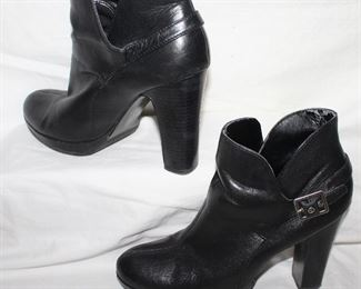 Simply Vera, Vera Wang black leather booties woman's size 8.5