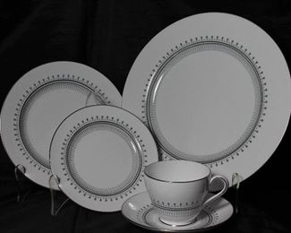 """Spode """"Fairfax""""5 Piece PLace Setting Service for 8:  Dinner Plate, Salad Plate, B & B plate and Cup & Saucer"""