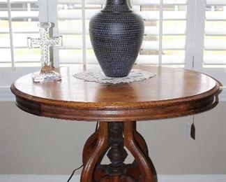 """Victorian Antique Oval Center Table on Original Porcelain Casters (25""""W x 26""""D x 29""""H"""