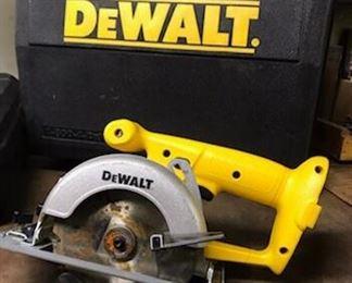 """DeWalt Trim Saw 5 3/4 """"saw. Model DW936"""