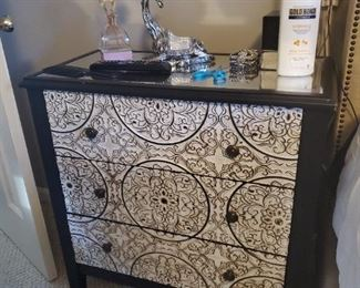 Lovely black and white accented chest of drawers