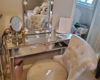 Glam Central! Swivel chair is adjustable heights, vanity or accessories
