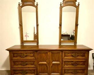Henredon vintage dresser