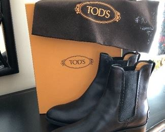 Tods sz 39 leather Chelsea boots new in box