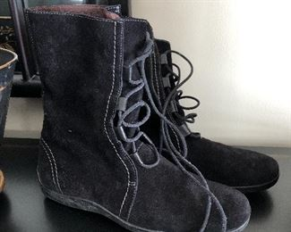 Tods suede lace up boots