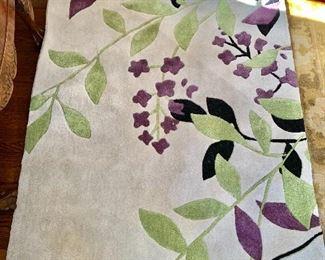 """$75 - Sphinx floral rug - 66"""" x 42"""""""