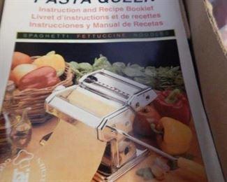 Pasta maker/ Pasta Queen