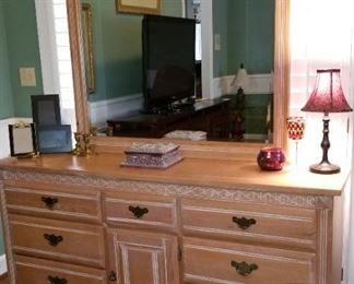 Dresser/Mirror