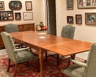 Nichols & Stone dining table (42W x 70L x 30H) Extends to 130L