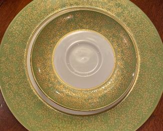 Mikasa 12 pc place settings w/oval platter, gravy boat, veggie dish, sugar, creamer, 14 cups/saucers