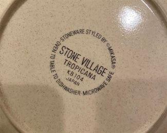 "Stone Village ""Tropicana"" dish set"
