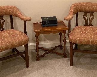 2 Baker Furniture chairs Baker Furniture side table (20L x 14W x 20H)