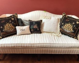 Ethan Allen couch (75x32x19H to seat)