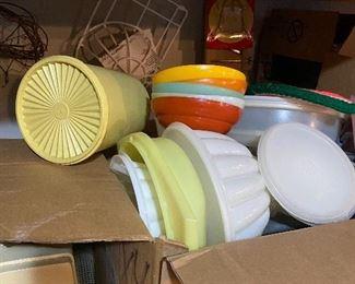 Tons of vintage tupperware