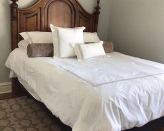 Beautiful carved queen bed $425