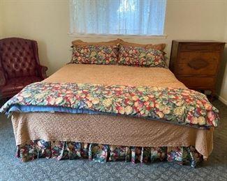 Queen Bed & Bedding