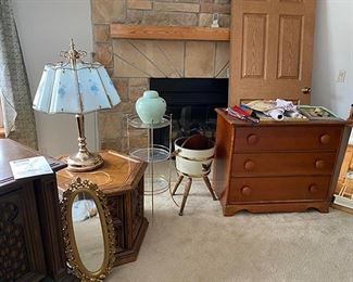 dressers/side tables/lamps