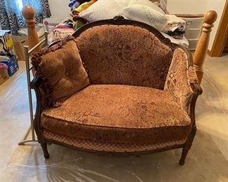Beautiful vintage settee
