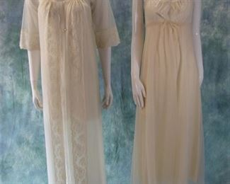 NWOT Shadowline wedding or romantic nightgown and peignoir set