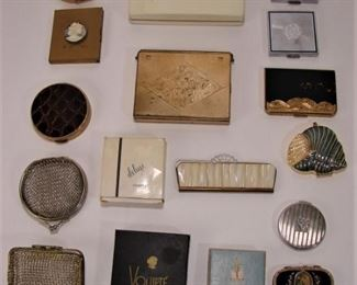 Large lot of vintage ladies make-up compacts (we have  another lot available as well)