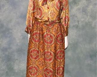 Vintage 1970s Ladies Hostess gown or house dress, robe lingerie