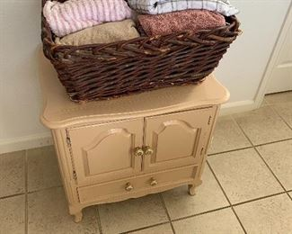 bed side table $25