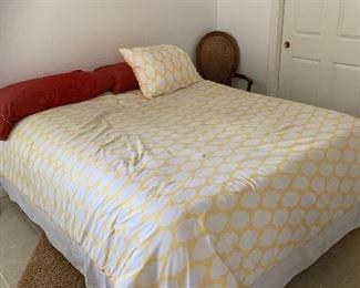 queen bed $300 w/o linens
